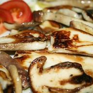 Белые грибы на гриле Фото