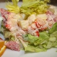 Салат из мяса краба с сельдереем Фото