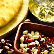 Пирог с фасолью и грецкими орехам Фото