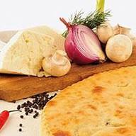 Пирог с курицей, сыром и грибами Фото