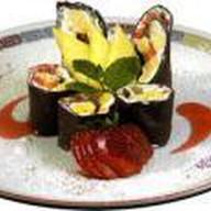 Шоколадный ролл с клубникой Фото