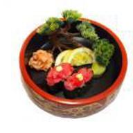 Гун-кан из тунца с острым соусом Фото