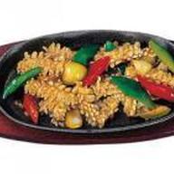 Кальмар с овощами и шампиньонами Фото