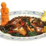 Копченый угорь с китайским салатом Фото