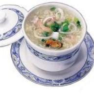 Традиционный суп из морепродуктов Фото