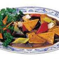 Тофу с овощами в остром соевом соусе Фото