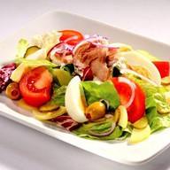 Салат с тунцом Нисуаз Фото