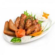 Крылышки Баффало с чесночным соусом Фото