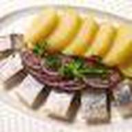 Сельдь с картофелем и луком Фото