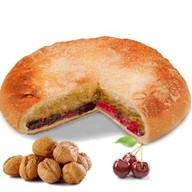 Пирог с орехом и вишней Фото