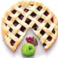 Песочный пирог с яблоком и вишней Фото