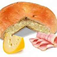 Пирог с сыром и беконом Фото