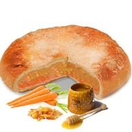 Пирог с морковью, медом и изюмом Фото