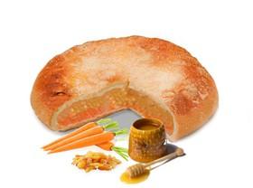 Пирог с морковью, медом и изюмом - Фото