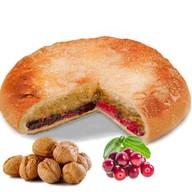 Пирог с орехом и брусникой Фото