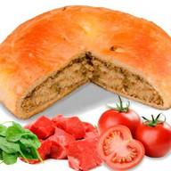 Пирог с говядиной, помидорами и шпинатом Фото