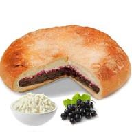 Пирог с творогом и черной смородиной Фото
