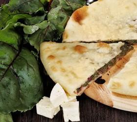 Пирог с сыром и свекольными листьями - Фото