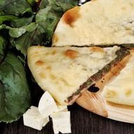 Пирог с сыром и свекольными листьями Фото