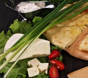 Пирог с сыром и зеленым луком - Фото