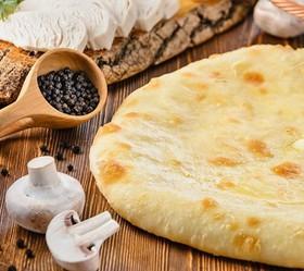 Пирог с сыром, курицей и грибами - Фото