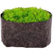 Гункан с зеленой икрой Фото