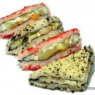 С копченым лососем роллы сендвич Фото
