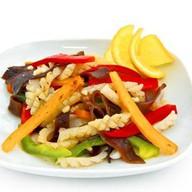 Кальмары с овощами Фото