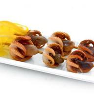 Шашлычки из осьминожек Фото