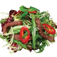 Тайский салат с говядиной и чили Фото