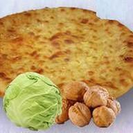 С капустой и грецким орехом Фото