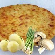 С картошкой, грибами и луком Фото