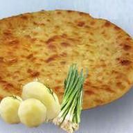 С картошкой и луком Фото