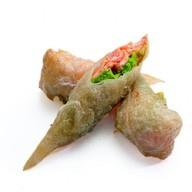 Рисовая трубочка с лососем Фото