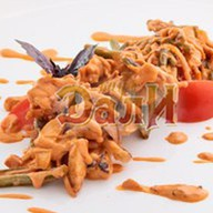 Теплый салат под сливочным соусом Фото
