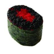 Гункан с красной и черной Тобико Фото