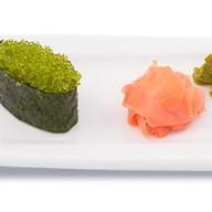 Суши с зеленой тобико Фото