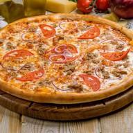 Пицца с тунцом Фото