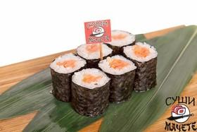 Ролл с лососем и соусом спайс - Фото