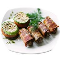 Куриная печень в беконе с овощным соте Фото