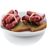 Острые колбаски на гренках Фото