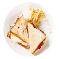Сэндвич с курицей и картошкой фри Фото