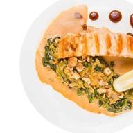 Стейк семги-гриль со шпинатом Фото