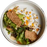 Ростбиф с соусом и чипсами из льна Фото