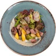 Теплый салат с говядиной и картофелем Фото