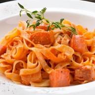 Фетучини с лососем в томатом соусе чили Фото
