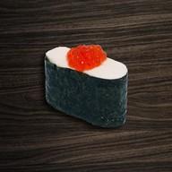 Суши нигири икура с сыром Фото