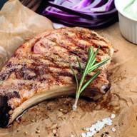 Свинина на косточке гриль Фото