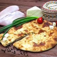 Осетинский пирог с курицей,сыром и луком Фото