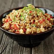 Жареный рис с овощами Фото